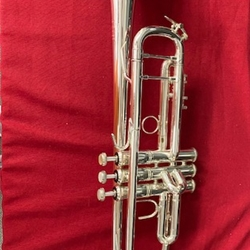 180S37U Used Stradivarius 37 Bb Trumpet Outfit (silver) . Bach